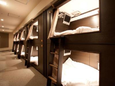 wellcabin capsule hotel nakasu fukuoka