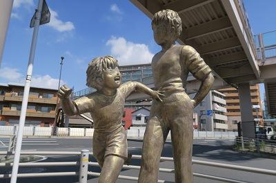 estatua de tsubasa y roberto tokyo