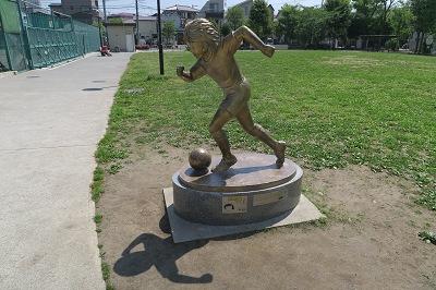 estatua de tom becker tokyo