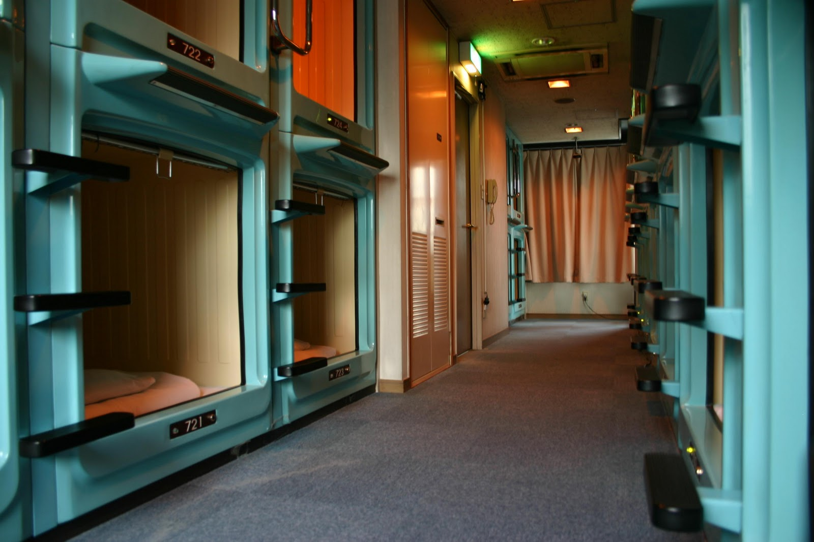 sleeping in capsule hotels what they are recommended capsule hotels in tokyo and osaka. Black Bedroom Furniture Sets. Home Design Ideas