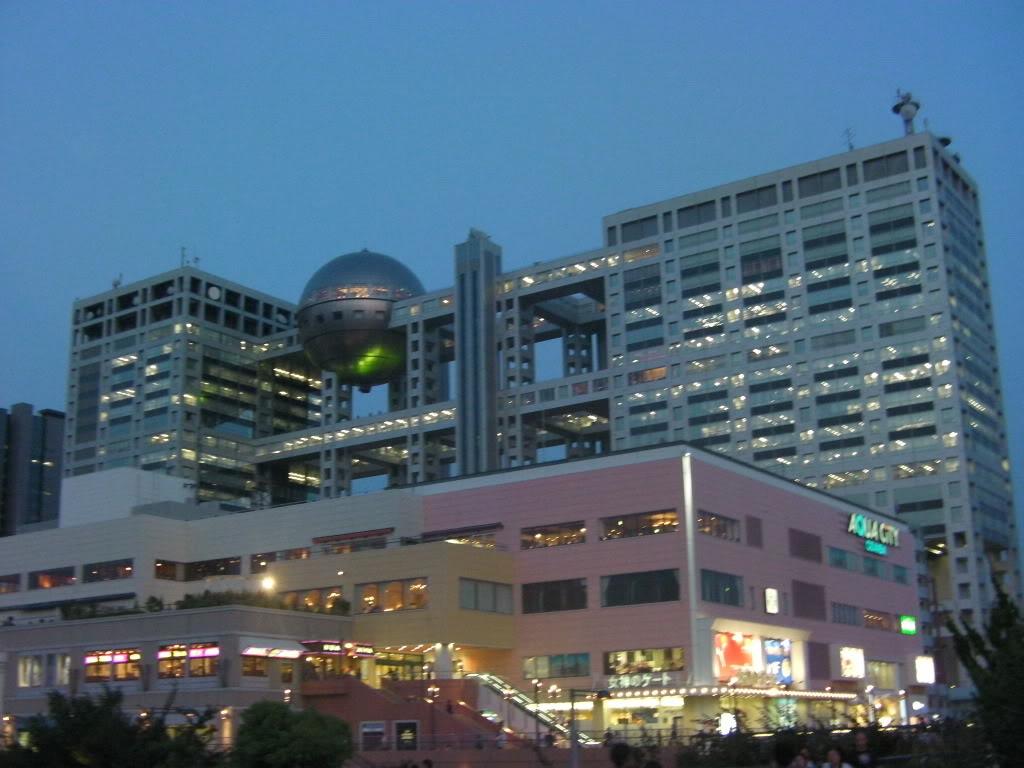 Tokyo travel guide area by area: Odaiba - Shopping centers, Fuji TV